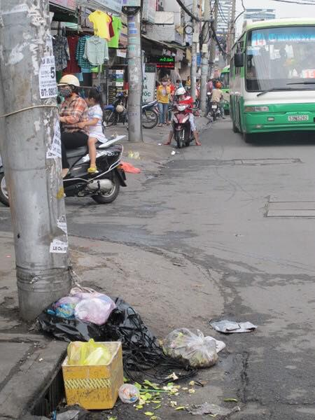 Chuyện đem rác để chỗ miệng cống (Tony Buổi Sáng)